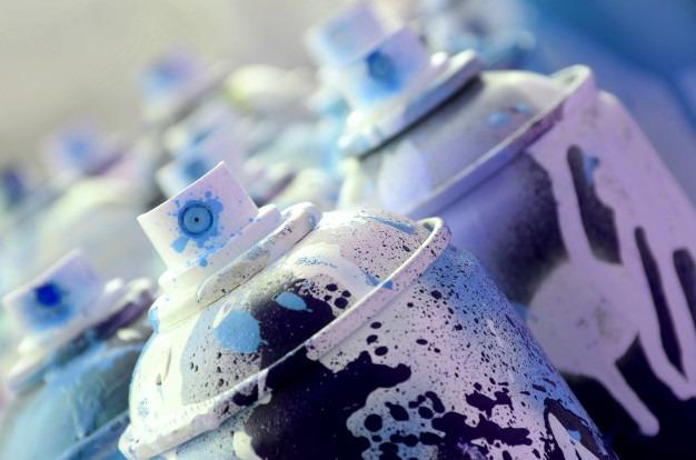 monton latas aerosol sucias usadas pintura azul brillante 76080 6321
